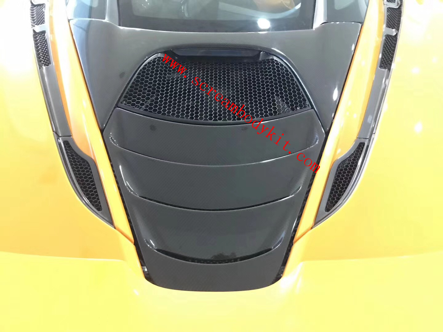 McLaren 720S update dry carbon fiber engine cover